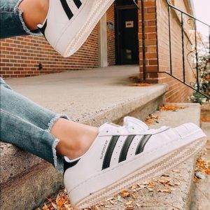 ✨HP✨ Adidas White Superstar Trainers